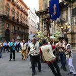 街角で遭遇する宗教行列…@パレルモ